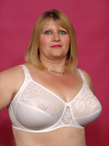 Grote Cupmaat Beugel BH Lacey wit grote cupmaten H, HH, J